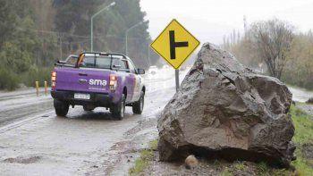 se desprendieron dos rocas: una cruzo toda la ruta 40 y de milagro no hubo heridos