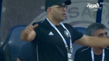 una jugada increible como insolita en el futbol arabe