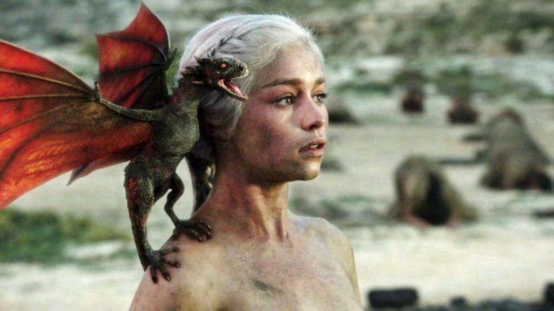 Emilia Clarke se despidió de GOT con un tatuaje