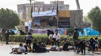 atentado en desfile militar