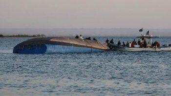 un sobreviviente en un naufragio que arrojo 209 muertos