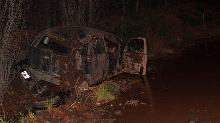Por el mal estado de un tramo de la ruta 7, un auto volcó y quedó completamente destruido
