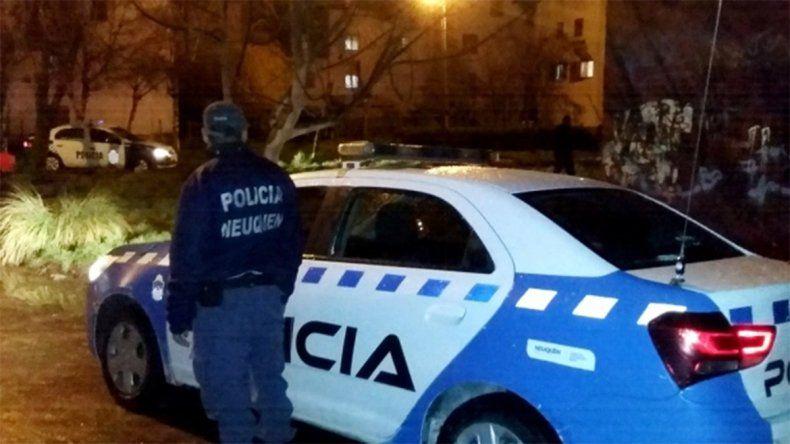Allanaron un kiosco narco y encontraron a un policía federal comprando cocaína