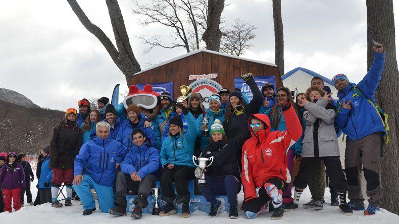 La delegación neuquina en el podio de los Juegos de Invierno.