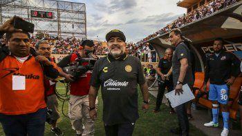 Más allá de la derrota del sábado, Maradona es un imán en México.