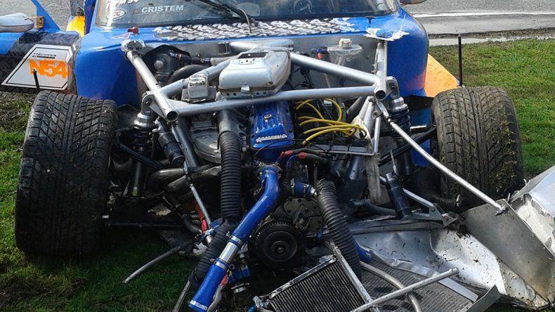 El estado del auto después del accidente en una de las series.