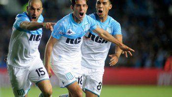 La Academia volvió a ganar y aunque no jugó bien en su estadio, es el que manda en la Superliga.