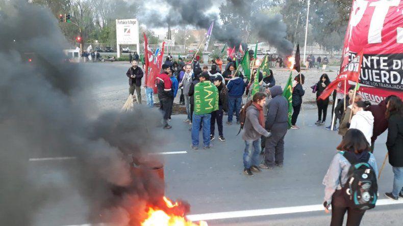 Trabajadores cortan la Ruta 7 en la segunda jornada de paro nacional