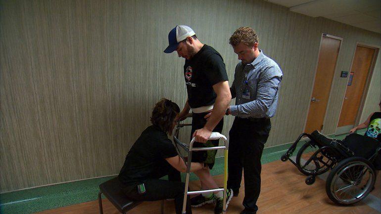 El paciente tiene 29 años. Sufrió un accidente en una moto de nieve en 2013 que le afectó la médula y lo paralizó de la cintura para abajo.