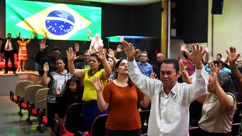 En la iglesia evangélica Asamblea de Dios apoyan fuerte a Bolsonaro.