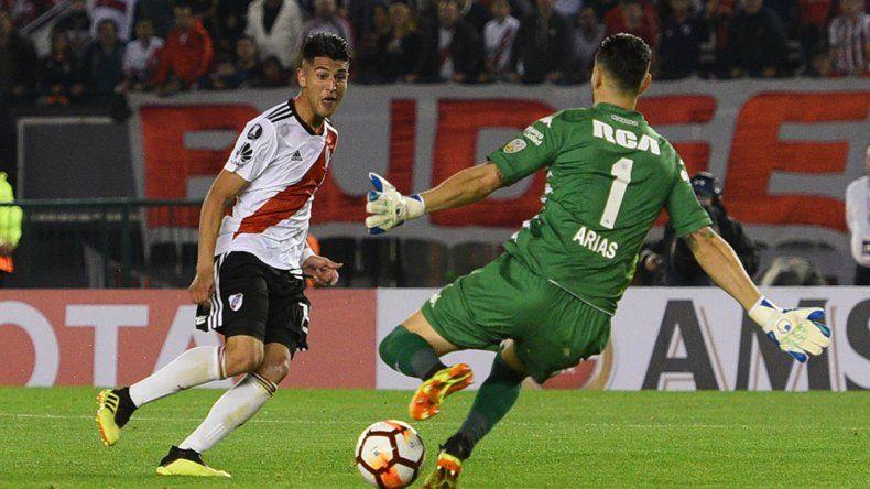 River es el único equipo que le marcó tres goles a Racing y fue en la Libertadores.