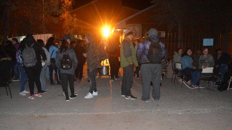 Estudiantes tomaron elCPEM89en Rincón de los Sauces