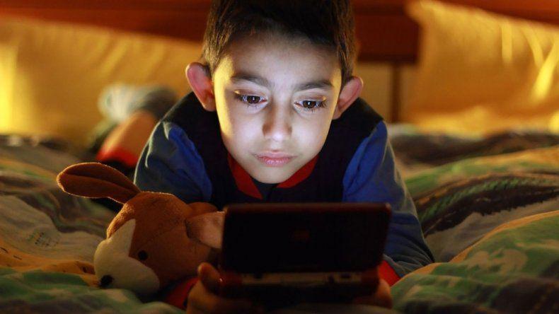 Más de 2 horas delante de una pantalla afecta a los chicos