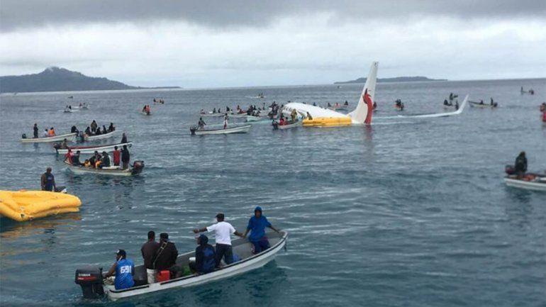 Un avión se despistó, cayó al agua y los pasajeros resultaron ilesos