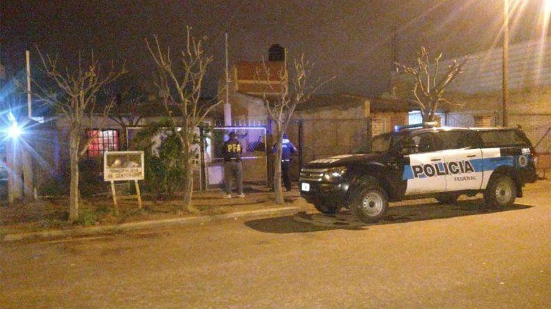 Centenario: secuestran cocaína, motos robadas y detienen a cuatro personas