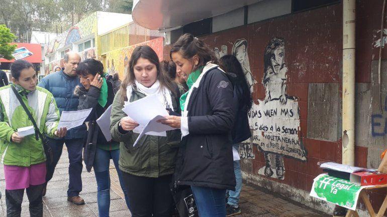 Profesionales del Castro Rendón salieron a la calle a sobre el #abortolegal