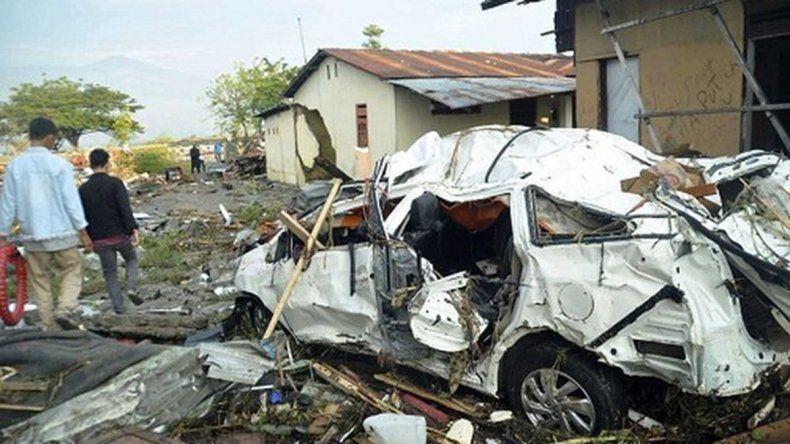 Al menos 400 muertos en un sismo y tsunami en Indonesia