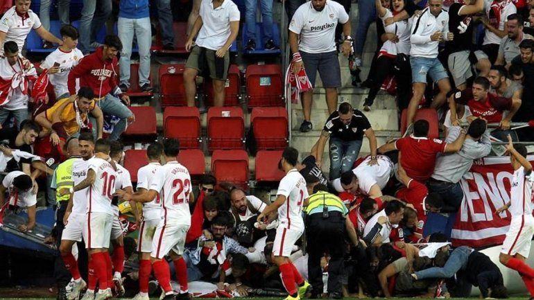 Con el gol de Banega se vino abajo la tribuna