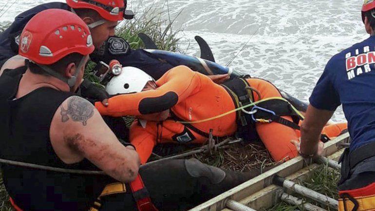 Dramático rescate de surfistas atrapados tras el temporal