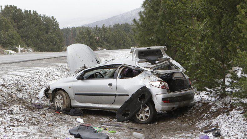 Perdió el control de su auto y volcó en la Ruta 40