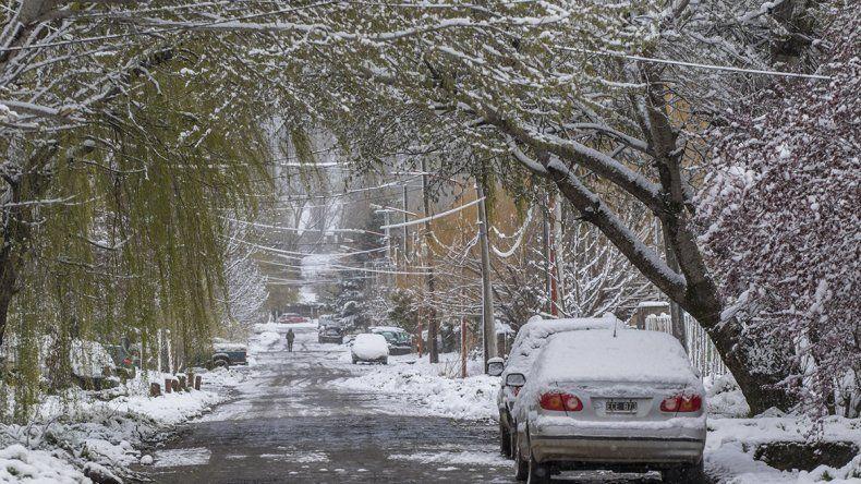 Postales de San Martín tras la nevada primaveral del fin de semana