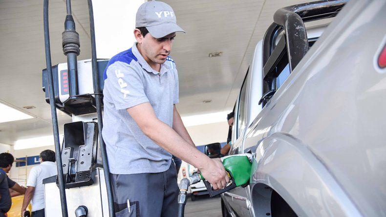 La venta de nafta no cae ni con el precio por las nubes