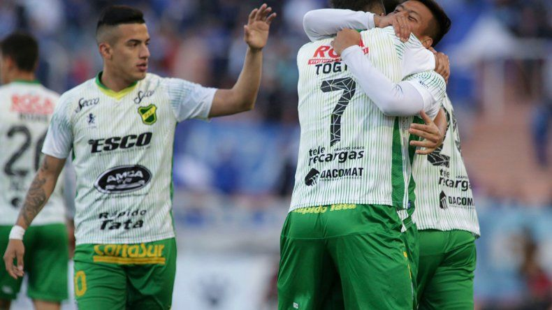 Racing continúa con cinco puntos de ventaja sobre Atlético Tucumán y el Globo. Defensa ganó en Mendoza