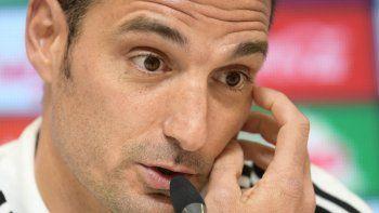Scaloni dijo que habló con Messi y coordinó que sigue afuera.