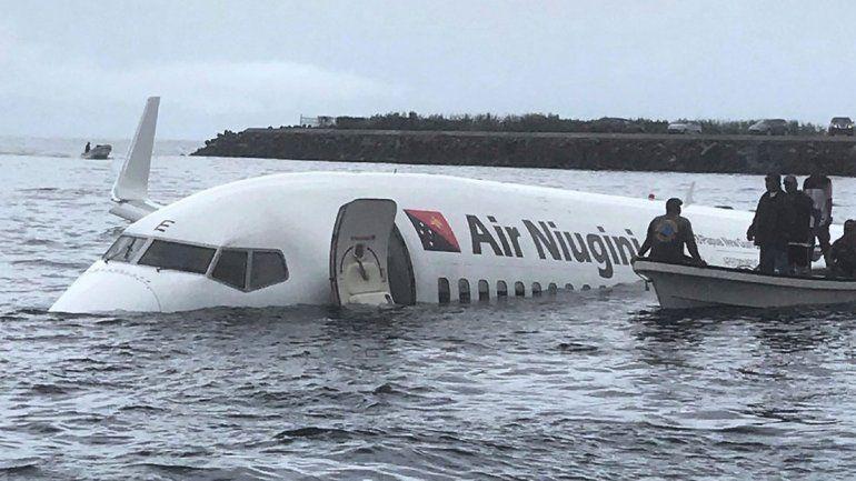 La aeronave cayó en una laguna