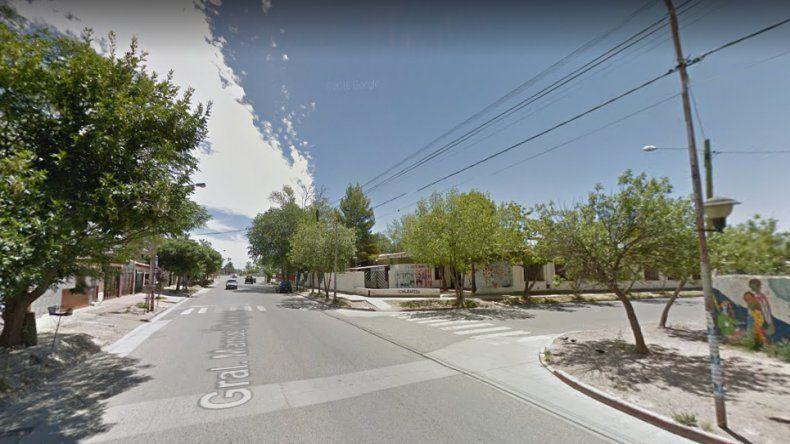 Buscan a un conductor que embistió a un motociclista, lo dejó herido en la calle y huyó