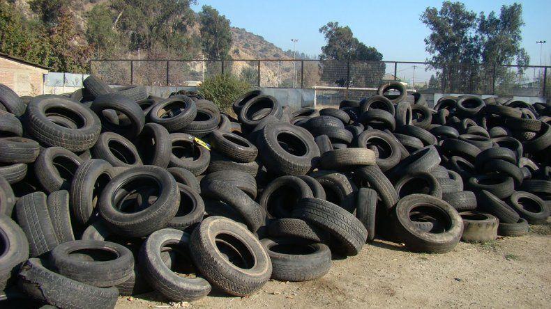 Una empresa privada viene a reciclar neumáticos