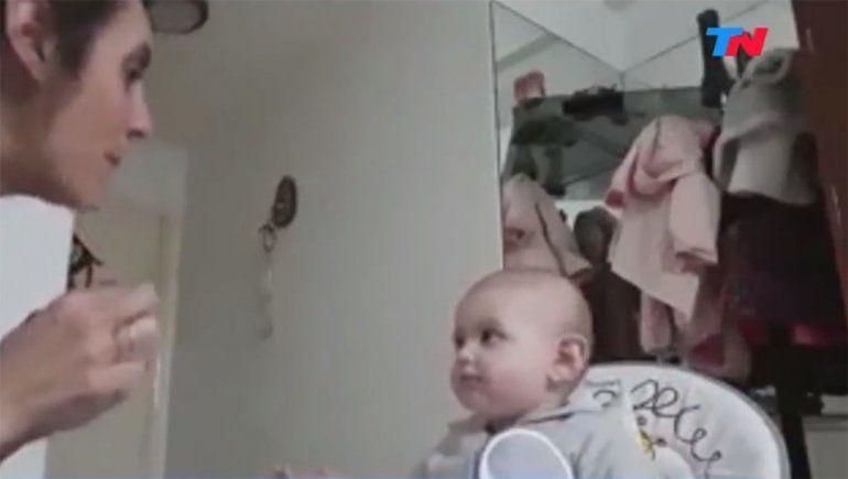 Tenemos que hablar: una mamá tratando que su bebé coma