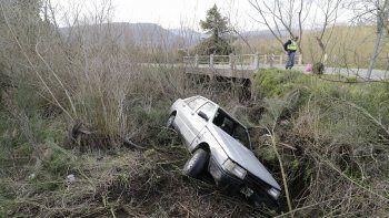 San Martín: se despistó y cayó con el auto a un canal