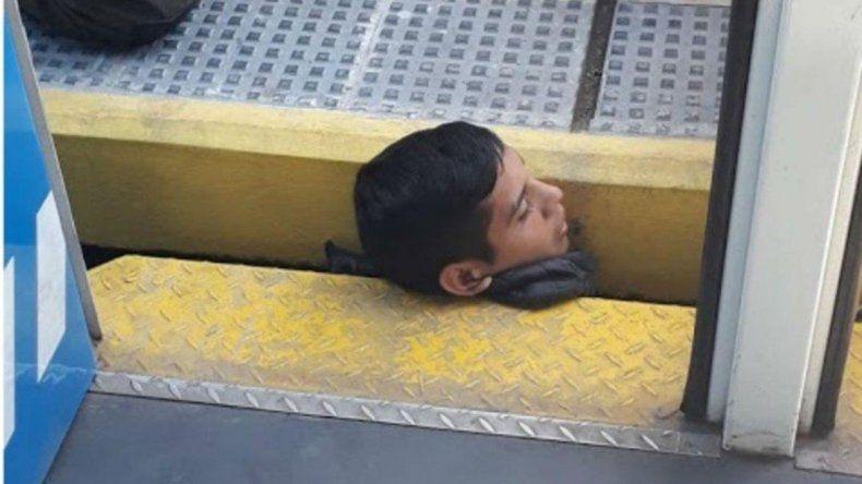 Dramático rescate: quedó atrapado entre el andén y el tren