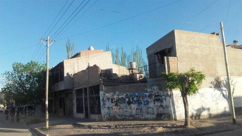 Intentan quemarle la casa a una Bin Laden: investigan si fue por una pelea callejera