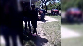 Al frente del jardín de sus hijas: madres se molieron a golpes tras discutir por Facebook