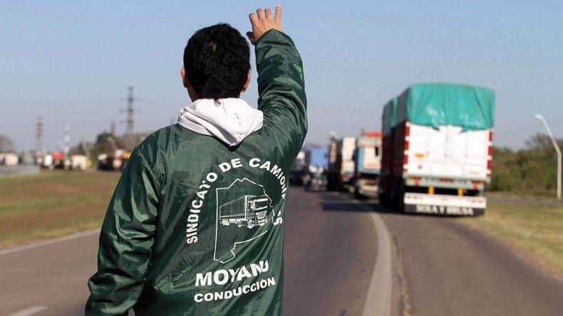 Moyano pide reabrir las paritarias y amenaza con medidas