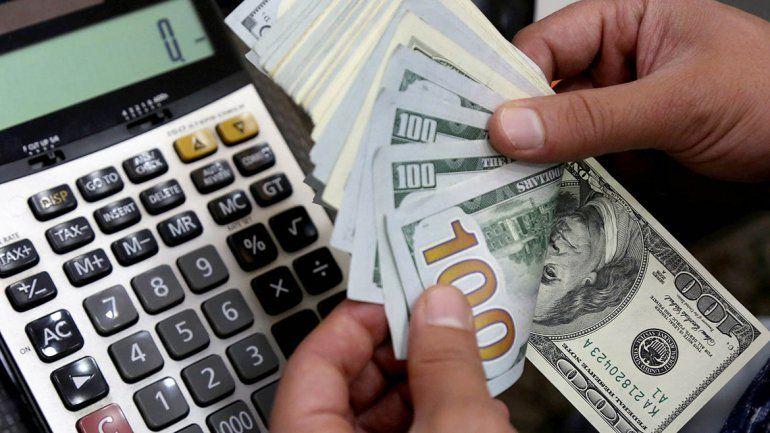 En un día con poco movimiento, el dólar volvió a bajar