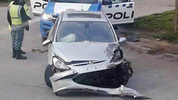 borracho, un policia choco con su auto a una camioneta