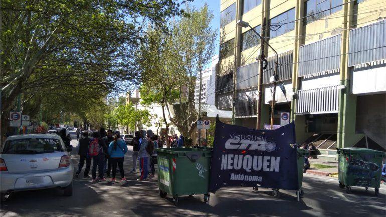 Petroleros se movilizan a Casa de Gobierno por la firma de un convenio