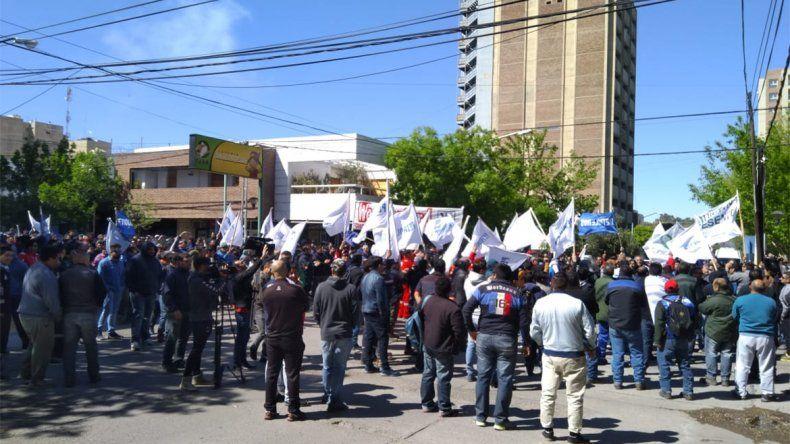 Organizaciones sociales y gremios confluyen frente a Casa de Gobierno