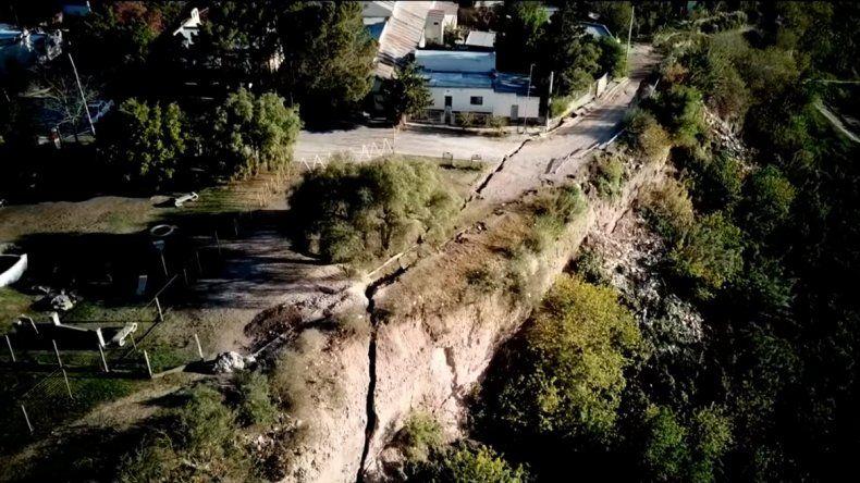 Una grieta gigante está a punto de tragarse parte de un pueblo entrerriano