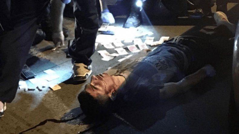 El policía estaba en sus horas libres pero portaba el arma reglamentaria cuando el ladrón