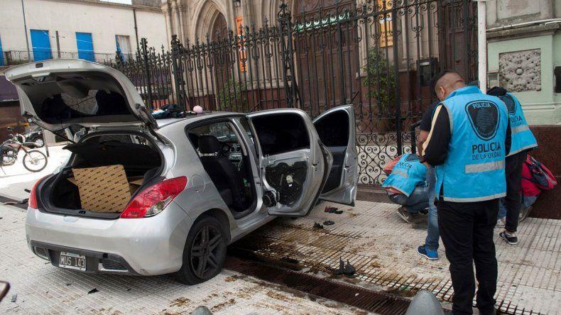 La sección Prevención Salideras Bancarias de la Policía identificó al coche.