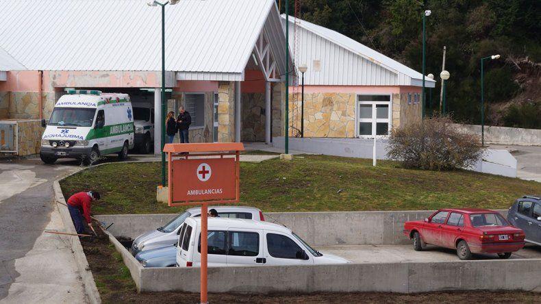 Policías custodian a los médicos para evitar la violencia