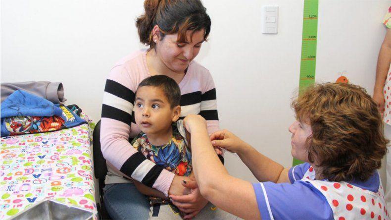 Vacunaron contra el sarampión y la rubéola a unos 9 mil nenes y faltan otros 34 mil