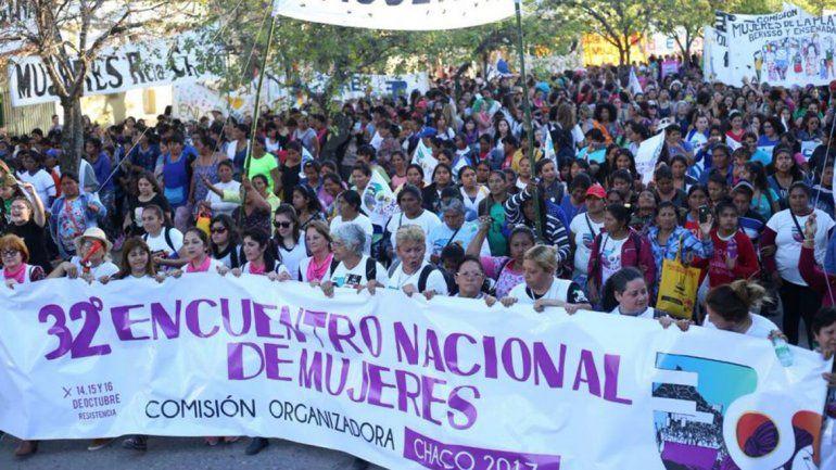 Miles de neuquinas viajan al Encuentro Nacional de Mujeres en Trelew