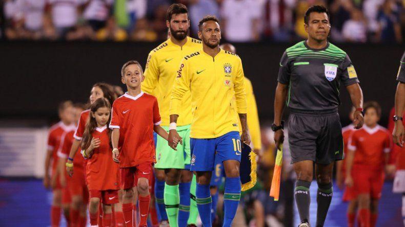 Neymar lamentó la ausencia de Messi en el partido del martes