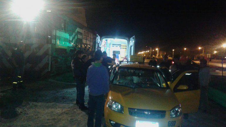Choque entre un tren y un taxi: dos personas resultaron heridas
