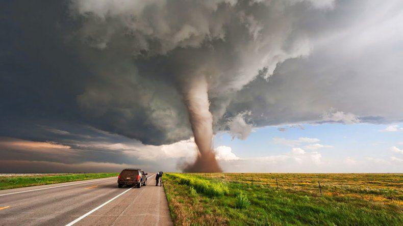 Mandan cazadores de tormentas de EE.UU. al país